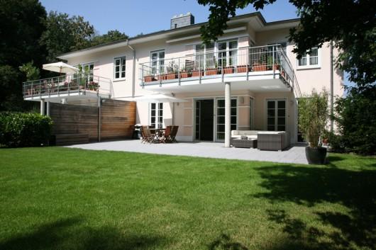 favoritered favorite villa. Black Bedroom Furniture Sets. Home Design Ideas
